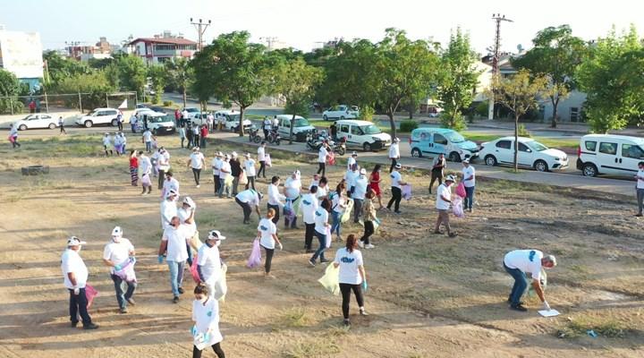 Seyhan'da gönüllüler çöp topladı