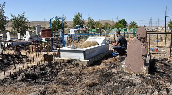 Erzurum'da mezarları ateşe verdiler
