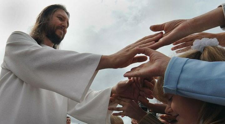 """""""İsa Peygamber'in vücut bulmuş haliyim"""" diyen tarikat lideri gözaltına alındı"""