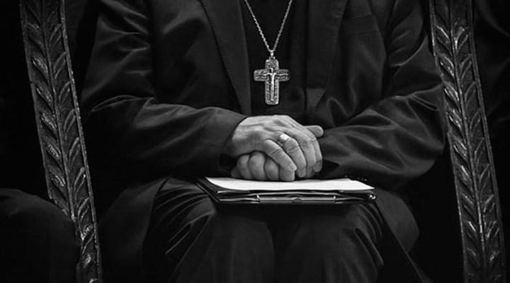 Almanya'da Katolik Kilisesi, papazların cinsel tacize maruz bıraktığı kişilere tazminat ödeyecek