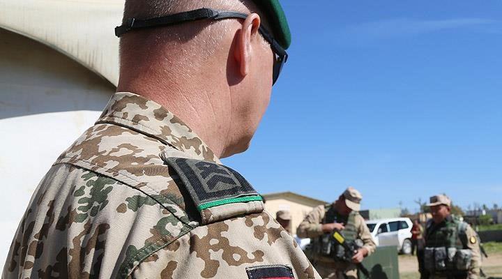 Almanya'da orduya dağıtılan 10 milyon maske kusurlu çıktı