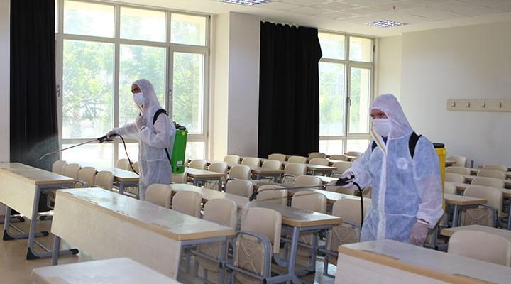 Koronavirüse yakalanan öğrenciler derse girdi, tüm sınıf karantinaya alındı