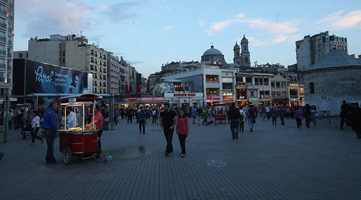 Taksim Meydanı ve İstiklal Caddesi'ndeki tezgahların işgaliye izinleri iptal