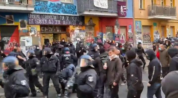 Berlin'de işgal evine 2500 polisle operasyon