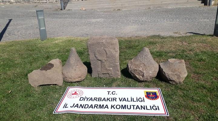 Diyarbakır'da Asur dönemine ait 5 adet kabartma yazılı taş ele geçirildi