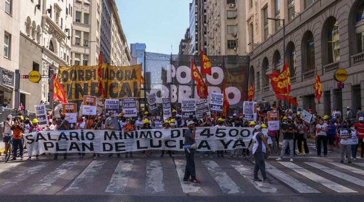 Arjantin'de asgari ücret ve sosyal yardımların artırılması talebiyle eylem