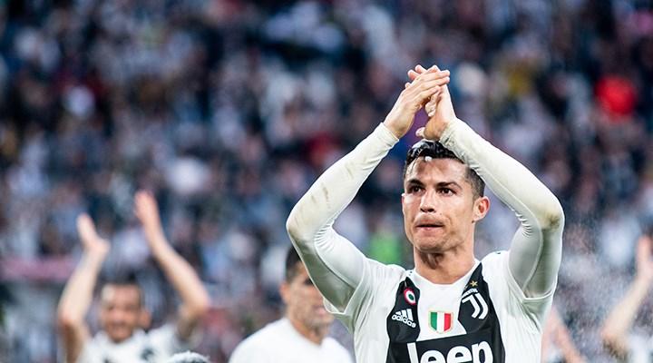 Koronavirüse yakalanan Ronaldo, ambulans uçakla Torino'ya gitti