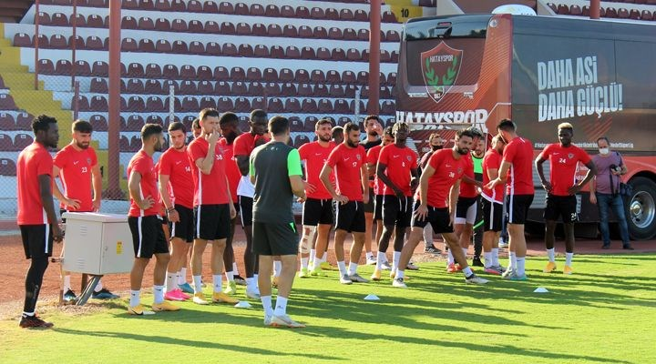Hatayspor - Erzurumspor maçı koronavirüs vakaları nedeniyle ertelendi