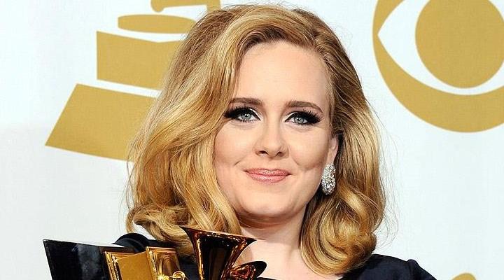 Adele'in babası kızının şarkısını söyleyen komşusunu şikayet etti