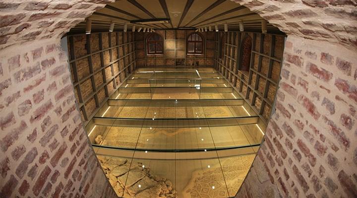 Yıllarca belediye binası olarak kullanılan yapıda, Roma dönemine ait dev mozaik bulundu