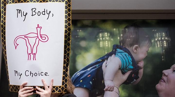 Polonya'da kürtaj artık tamamen yasak: Kalıtım bozukluğu olan fetüsün aldırılması da yasaklandı