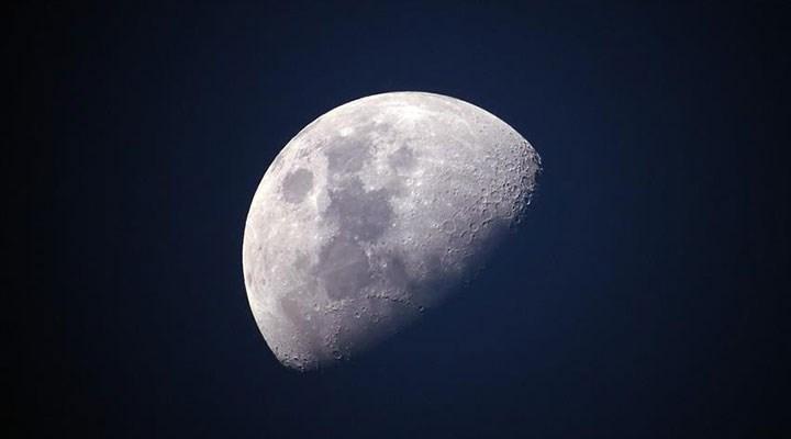 NASA: Ay'ın yüzeyinde su keşfedildi