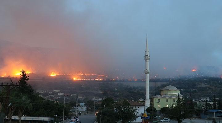 Mersin ve Hatay'da orman yangını: Yerleşim yerlerine sıçradı