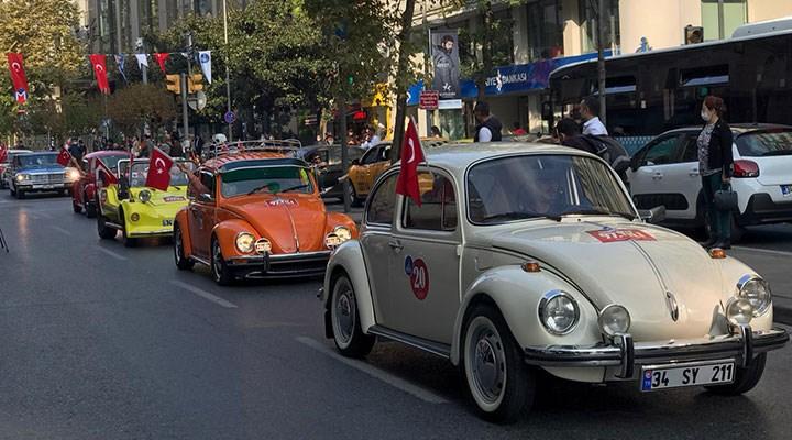 Tarihe tanıklık eden otomobiller Cumhuriyet'in 97. yılında Şişli'de