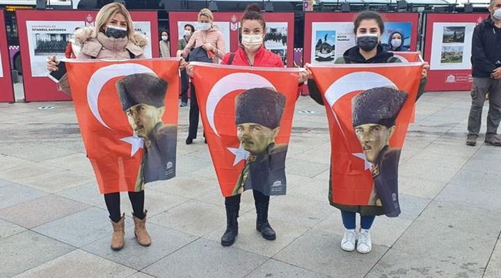 Atatürk, hayata gözlerini yumduğu Dolmabahçe'de anıldı