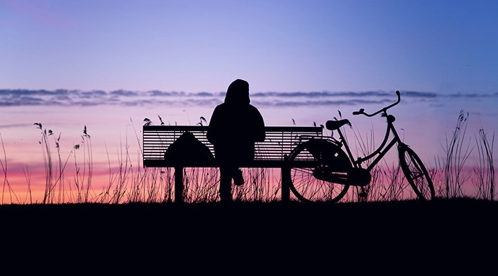 Yalnızlık en fazla 20'li yaşlarda hissediliyor
