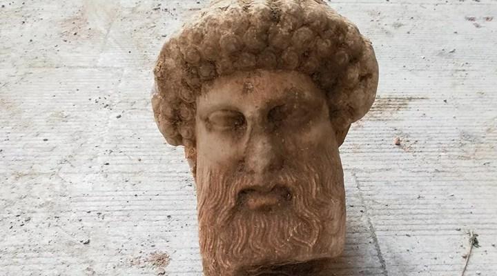 Atina'da kanalizasyondan 2 bin 300 yıllık büst çıktı