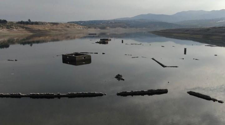 Barajda sular çekildi, köyün kalıntıları ortaya çıktı