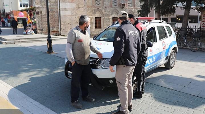 Maske cezası kesilen yurttaş ile polis arasında tartışma