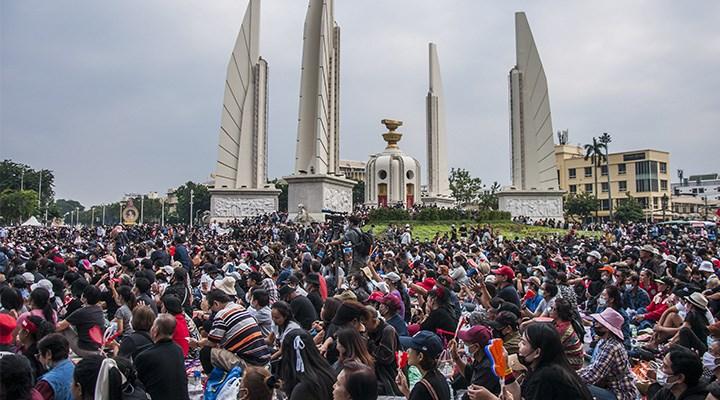Tayland'da demokrasi çağrısı