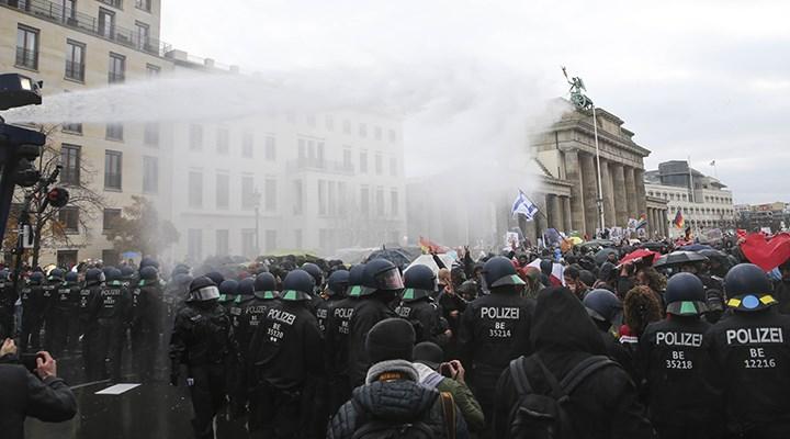 Berlin'de maske takmayan AfD'li milletvekili gözaltına alındı