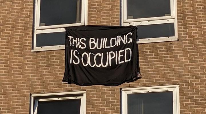 İngiltere'de öğrencilerin işgal eylemi sürüyor