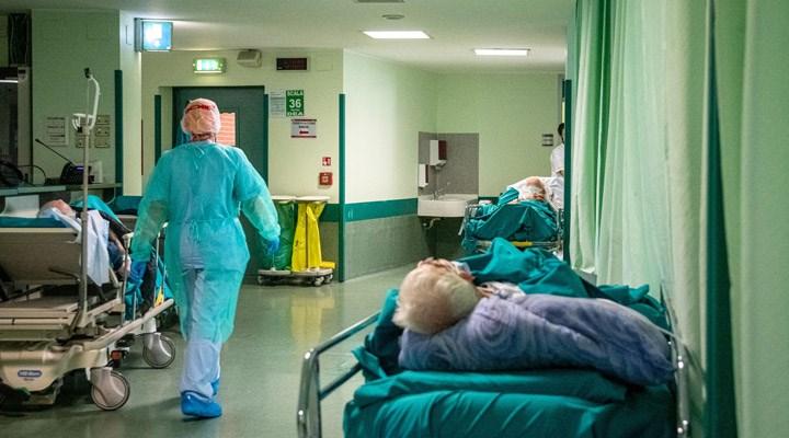 İtalya'da 12 gündür günlük ölüm sayısı 500'ün üzerinde kaydediliyor