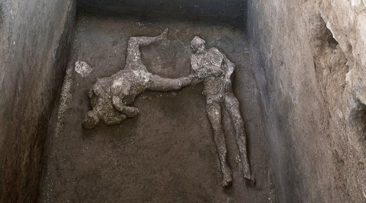 Pompei'deki yanardağ patlamasında kül olan 2 insan bedeni bulundu