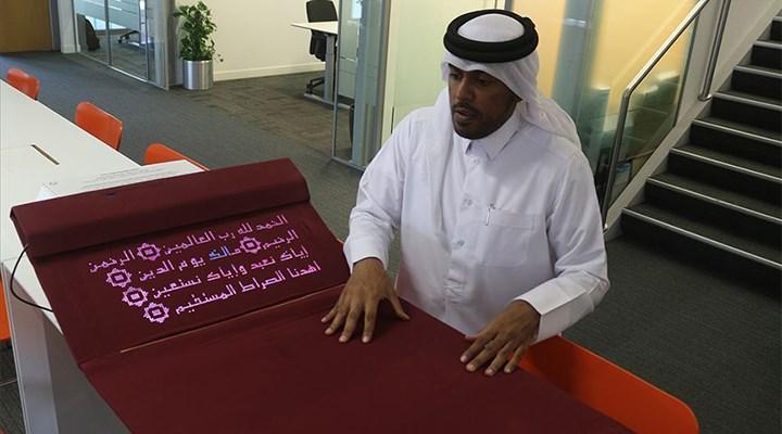 Katarlı mühendis, namaz kılmayı öğreten seccade tasarladı