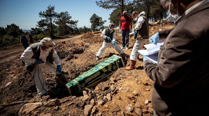 Mezarlık görevlileri anlattı: Ülkede 18 vefat dedikleri gün biz 17 kişiyi defnettik