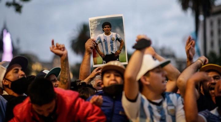 Saygı, sevgi ve minnet: Maradona son yolculuğuna uğurlandı