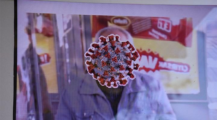 Trabzon'da duraklarda maske takmayanların yüzünü koronavirüse çeviren ekranlar