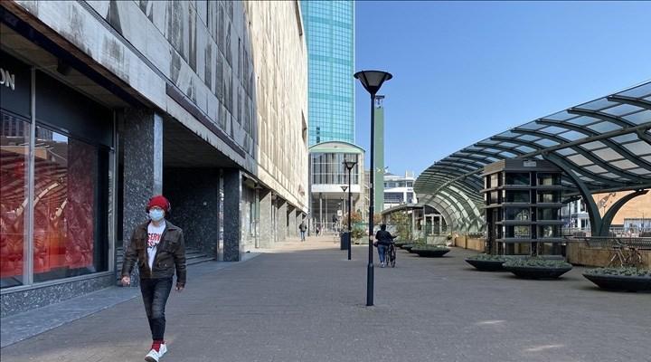 Hollanda'da kapalı alanlarda maske takma zorunluluğu başlıyor