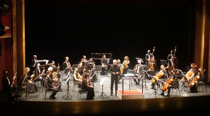 Müzisyenlere destek için kurulan Kadıköy Belediyesi Pandemi Orkestrası ilk kez sahne aldı