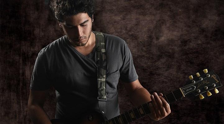 Müzisyen Kerem Yeğinboy: Hayatı notalarımda sorguluyorum