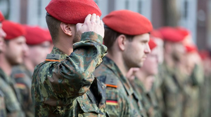 Almanya'da ordunun içinde aşırı sağcılarla bağlantılı yapıların bulunduğu kanıtlandı
