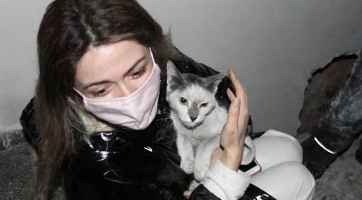 Depremden 42 gün sonra kedisi Aşık'a kavuşan Yasemin: Yaşadığından emindim