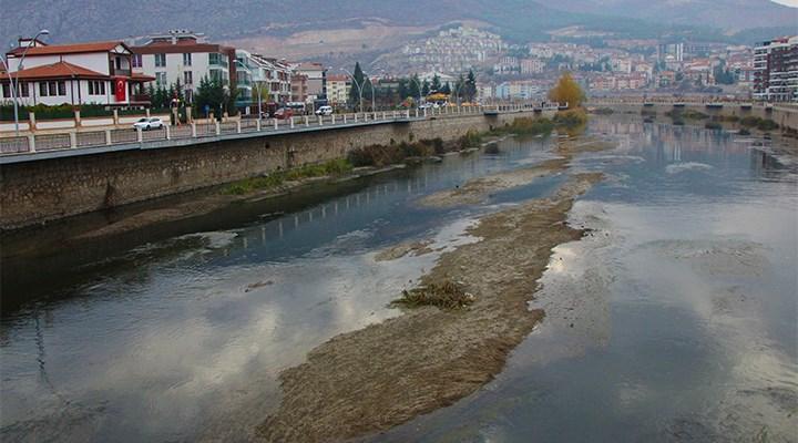 Kuraklık: Yeşilırmak Nehri'nin ortasında adacıklar oluştu
