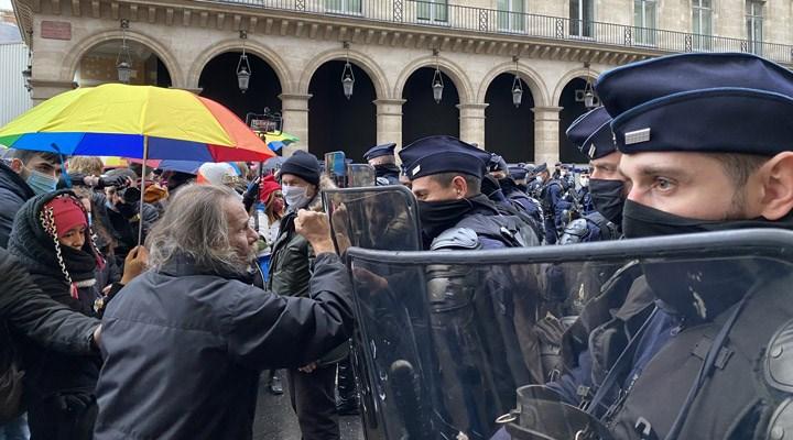 Sarı Yelekliler sokağa çıktı: 'Macron istemese de buradayız'