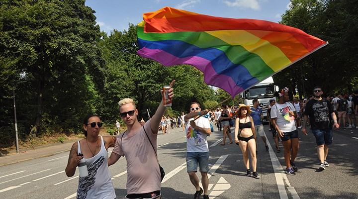 Cinsel yönelim eşitliği sağcıların hedefinde: LGBTİ+ hakları saldırı altında