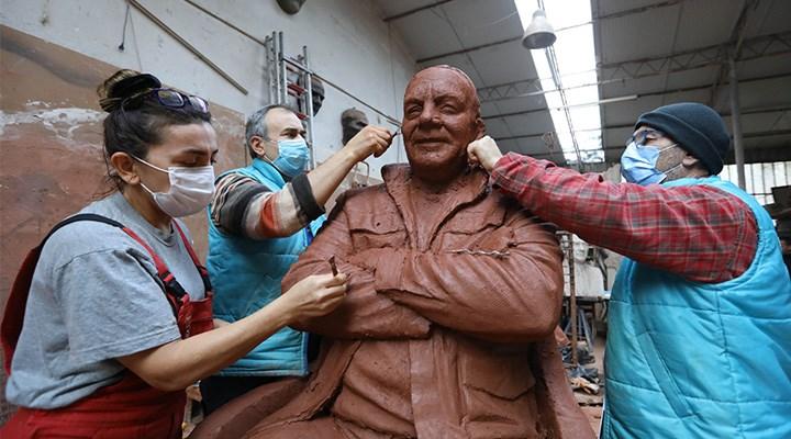 Buca'ya Bekir  Coşkun heykeli