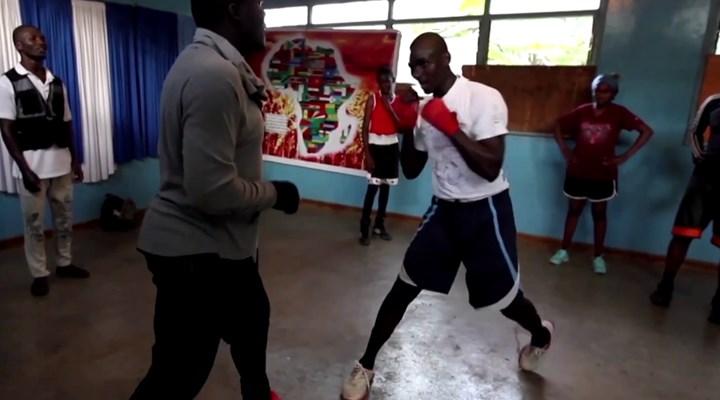 Kenyalı avukat, boks antrenmanlarıyla insan hakları ve temel hukuk öğretiyor