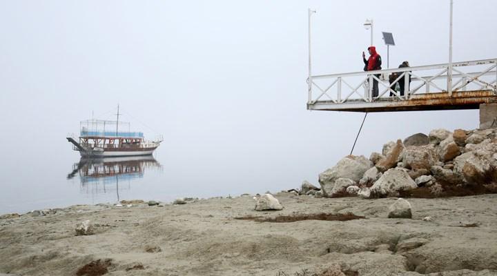 Türkiye'nin en büyük 7. gölü Burdur'da sular çekildi, iskele ortada kaldı