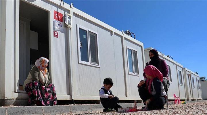 Elazığlı depremzedeler konteyner kentteki yaşamı anlattı: Biz burada öldük, yaşamıyoruz