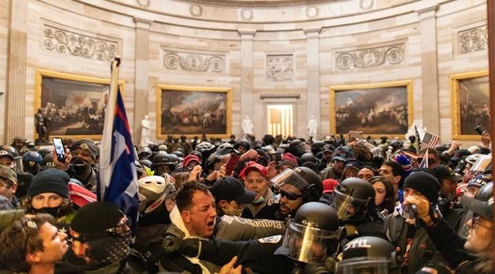 Kongre baskınının ardından Beyaz Saray'da istifa dalgası