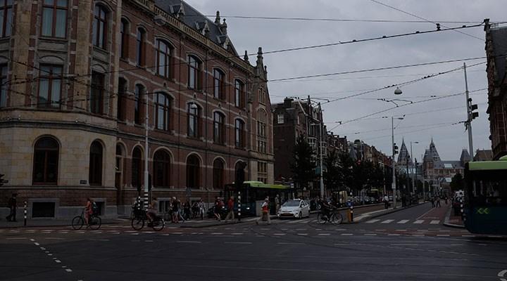 Hollanda koronavirüs kısıtlamalarını uzattı