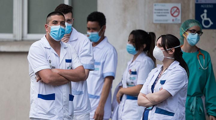 Koronavirüs nedeniyle 2 bin 200'den fazla hemşire hayatını kaybetti