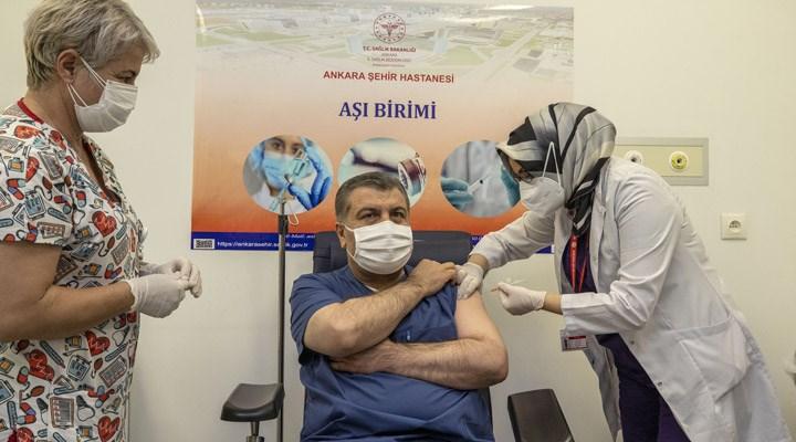 Sağlık Bakanı Koca, canlı yayında koronavirüs aşısı oldu
