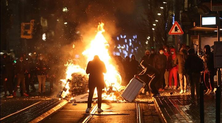 Belçika'da siyah gencin gözaltında ölmesini protesto eden eylemciler karakolu ateşe verdi