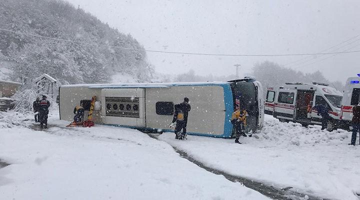 Zonguldak-İstanbul karayolunda yolcu otobüsü devrildi: Çok sayıda yaralı var